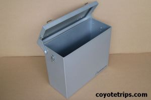Motorcycle aluminium panniers with hinges